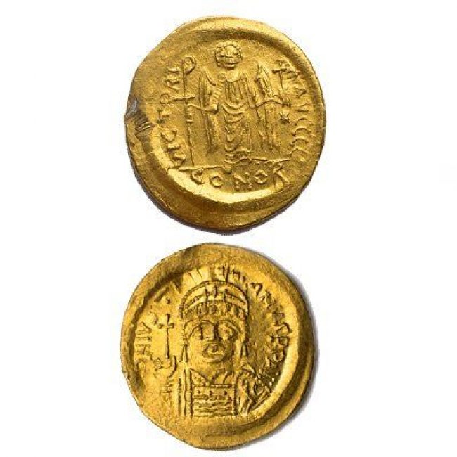 Gold Byzantine Coin - King Maurice Tiberius (582-602 A.D.)